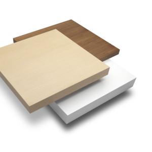 Τραπέζι σαλονιού σε τρία επίπεδα από καρυδιά, φυσική δρυ και λευκή λάκα. Δυνατότητα επιλογής διαφορετικών υλικών και χρωμάτων.  105x105x27εκ.